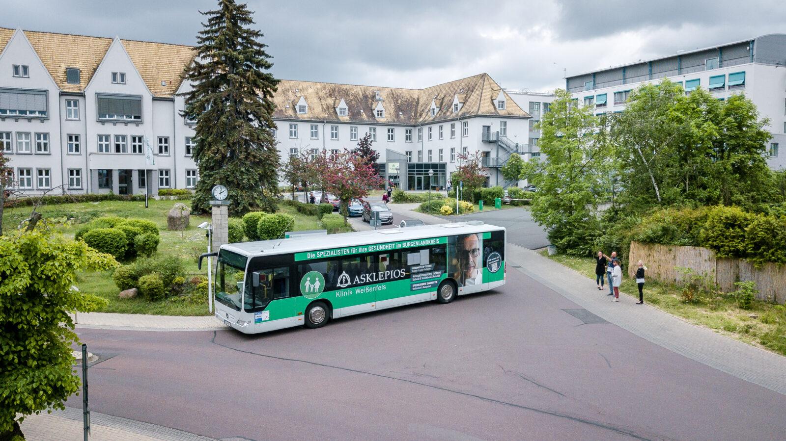 Buswerbung für die Asklepios Klinik in Weißenfels